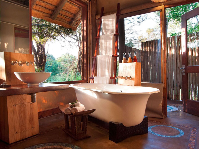 Seolo Africa's Rhino Post Safari Lodge bathroom