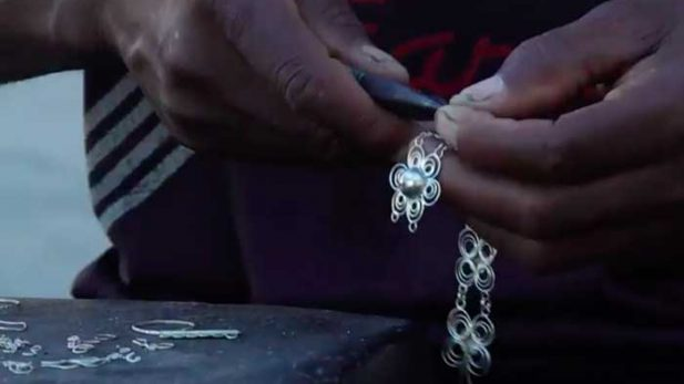 Silver being hand-crafted on Ibo – via Timbuktu Chronicles