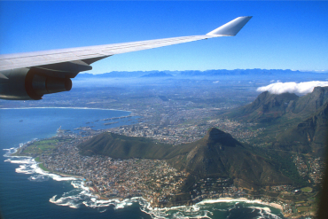 Plane swooping in over Cape Town – via Travel Nation