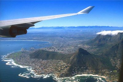 Plane flying over Cape Town – via Travel Nation