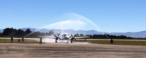 "CemAir flight 5Z702 is welcomed with a spray of foam as it touches down in Plettenberg Bay for the first time – via <a href=""https://www.google.co.uk/url?sa=t&amp;rct=j&amp;q=&amp;esrc=s&amp;source=web&amp;cd=1&amp;cad=rja&amp;uact=8&amp;ved=0ahUKEwj45cPko4DaAhWBF8AKHe4YCpoQFggpMAA&amp;url=https%3A%2F%2Fen-gb.facebook.com%2FCemairAirline%2F&amp;usg=AOvVaw1VXFU_n-zIJ2FUQ1qn3RkE"" target=""_blank"" rel=""noopener"">Facebook</a>"