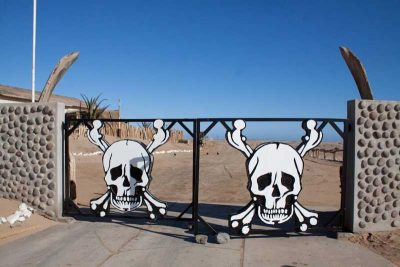 Shipwreck Lodge Skeleton Coast gate – courtesy of Shipwreck Lodge