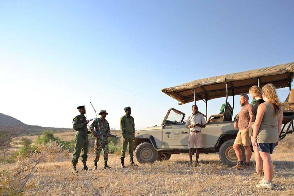 Briefing with the rangers before on-foot rhino tracking